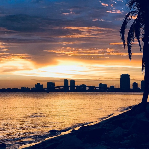 A #keybiscayne sunset is like no other! Happy Weekend Everyone! #beach #miami #sunshinestate #welivewhereyouvacation #thestratfordapartments #thestratfordliving #510management 305.271.4884